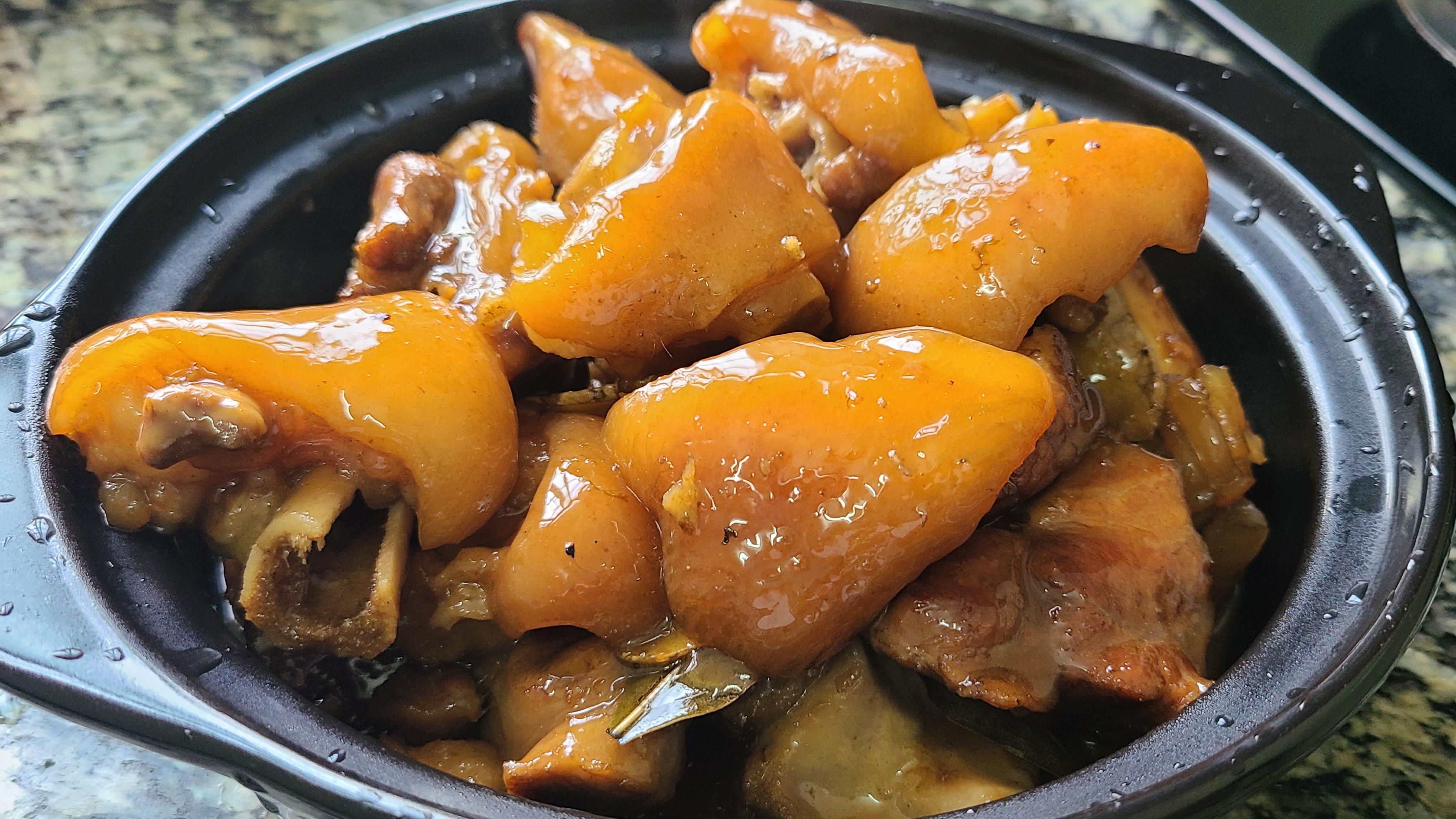 酸梅猪脚,我就喜欢这种做法,广东很好吃的一道菜,简单美味