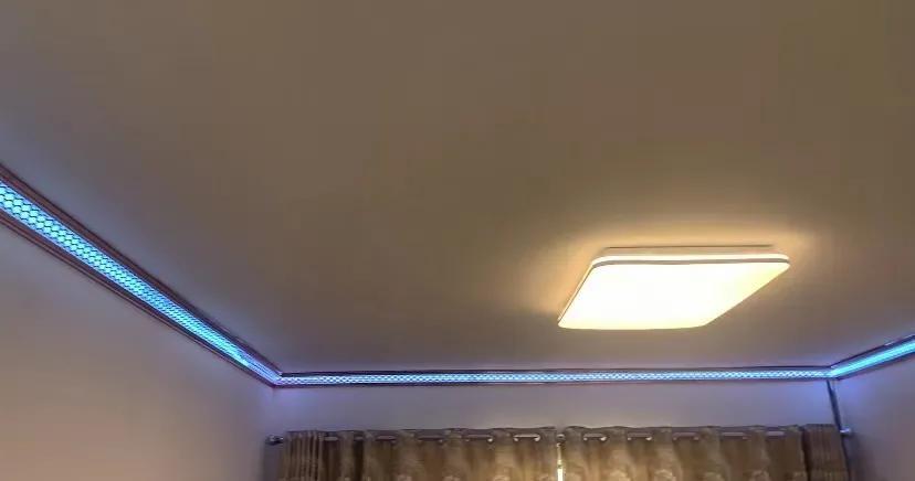 它的出现以后不需要吊顶,易扣LED发光顶角线