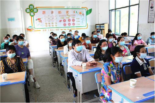兴山县高桥乡中心学校举办学生家长培训会