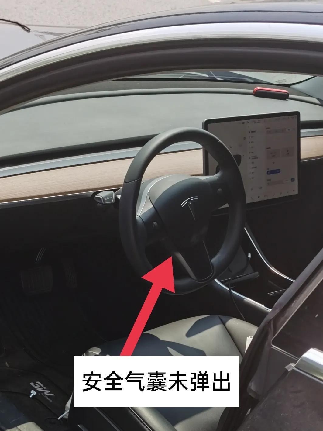 Model 3自动驾驶连撞两树,车头近报废气囊未弹出-第3张图片-汽车笔记网
