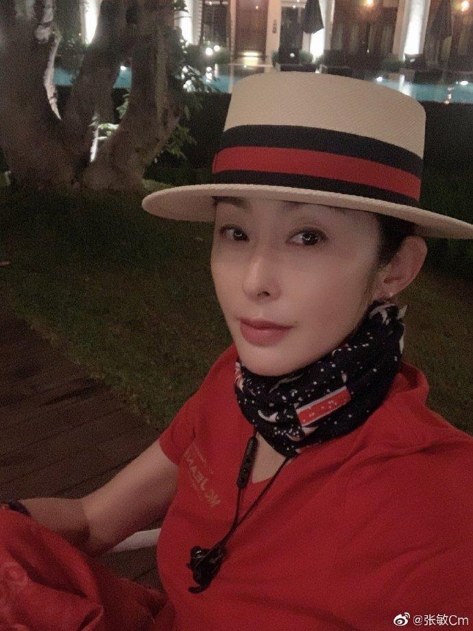 52岁张敏将参与章子怡的新综艺?与导演聚会合影,疑为复出预热