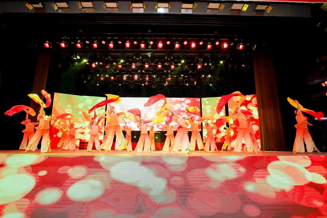 """""""永远跟党走""""2021年第五届江西省群众舞蹈展演在新余举办"""
