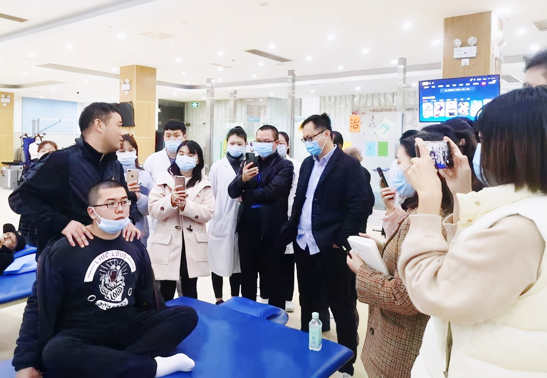 中医专家齐聚崇州,共享国家级中医药继续教育盛宴