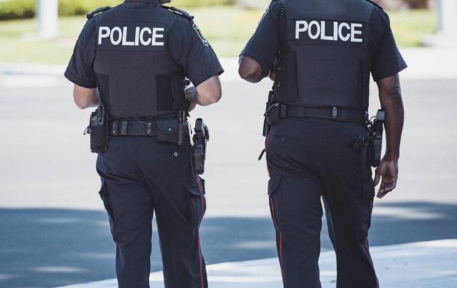 """加拿大一学生为玩游戏退学,怕家人发现其""""双重生活"""",自灭满门"""