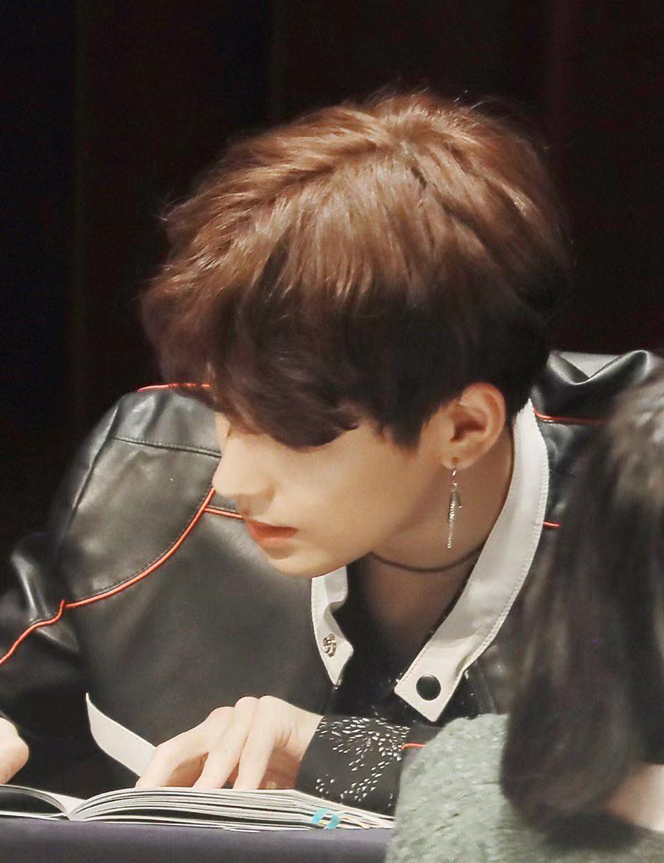 曾是少女時代的黑粉,他在出道後手寫道歉信,波及EXO燦烈