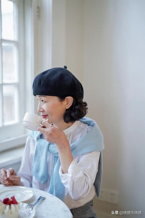 女人過了50歲就放棄黑長直吧!今年流行這3種髮型,特減齡