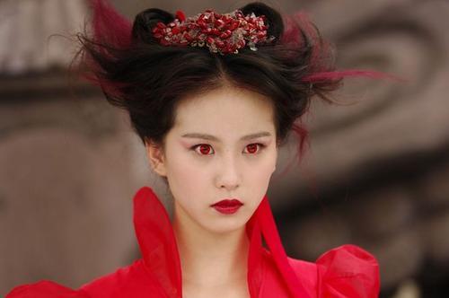 轻盈若雪,淡雅如菊的气质女神刘诗诗,被人说坐姿不文雅?