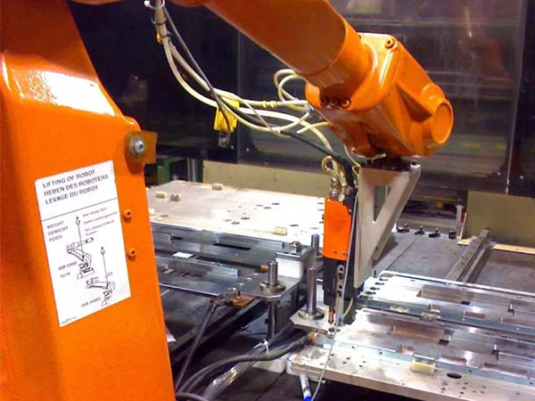 置物架全自動焊接設備有哪些部分構成