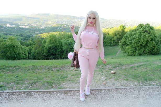 欧洲女子花13万整成芭比 称模样让异性疯狂 自己无法认真上班