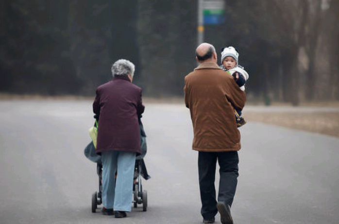 """""""孩子让老人带后果多严重"""":其实不在于谁带,而在于如何去爱"""