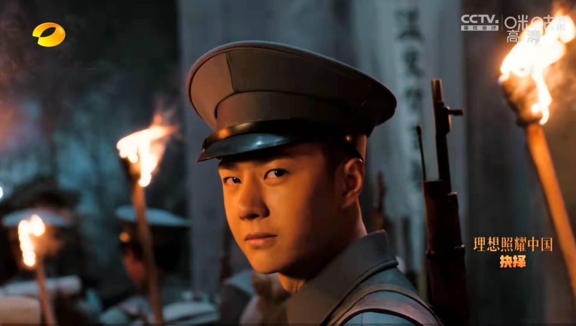 《理想照耀中国》:王一博演活主人公,眼神诀别,感动哭了