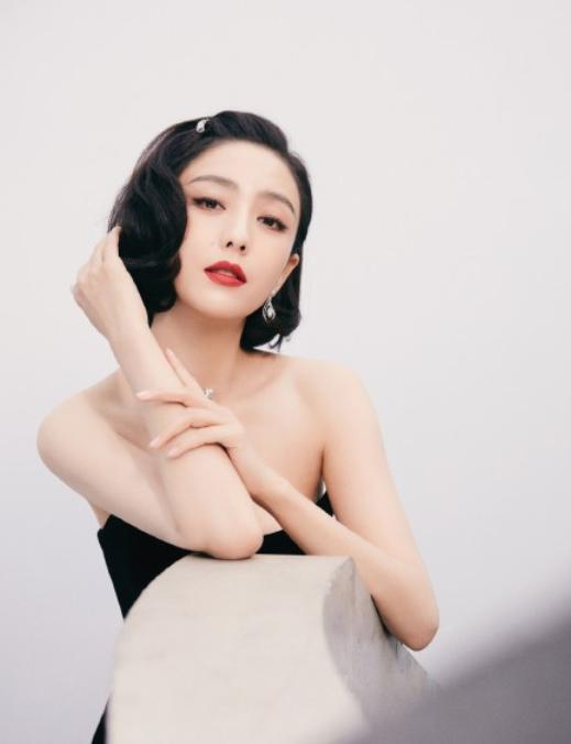 COSMO时尚盛典:倪妮刘诗诗争艳,唐嫣翻车,杨幂性感撩人