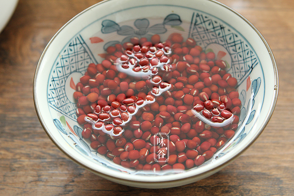 立秋将至,别错过吃芋头,加红豆炖一炖,香甜软糯又营养