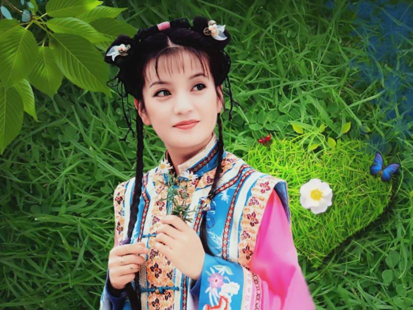 赵薇亮相上海电影节,写真显身材性感十足,宣传新综艺节目