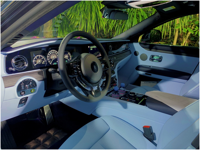 深度试驾劳斯莱斯全新古思特,外形、内饰、驾控体验有什么革新