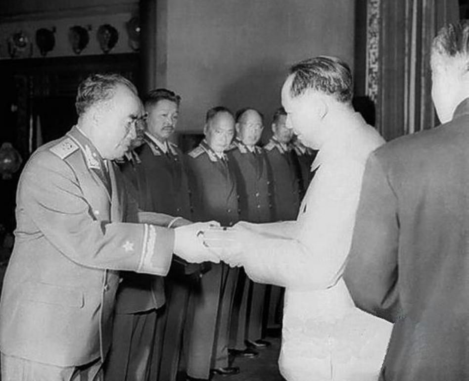林彪的心腹陈光作为准将军,为什么在获奖前夕选择自杀?