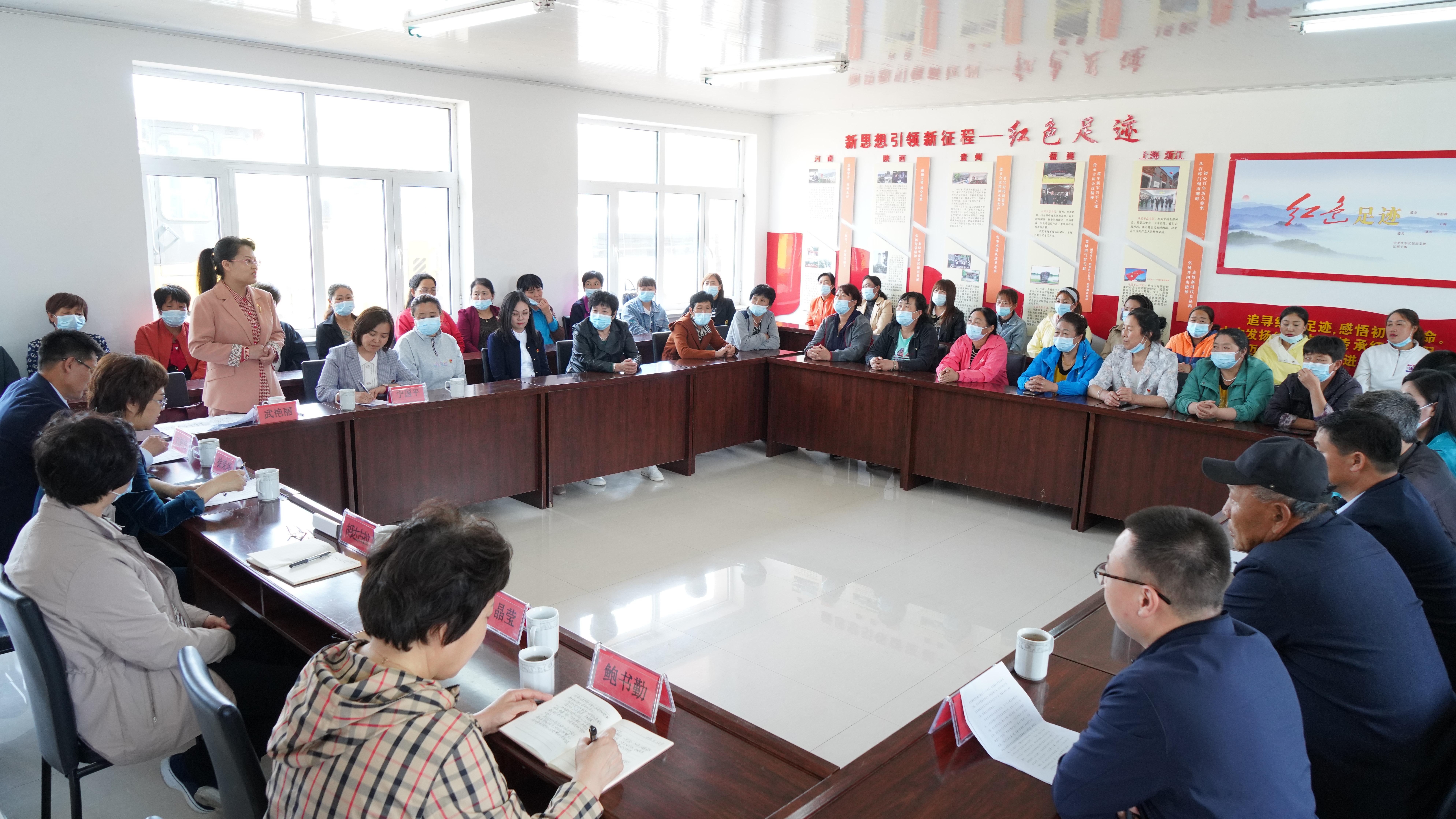 内蒙古自治区妇联主席胡达古拉到兴安盟调研