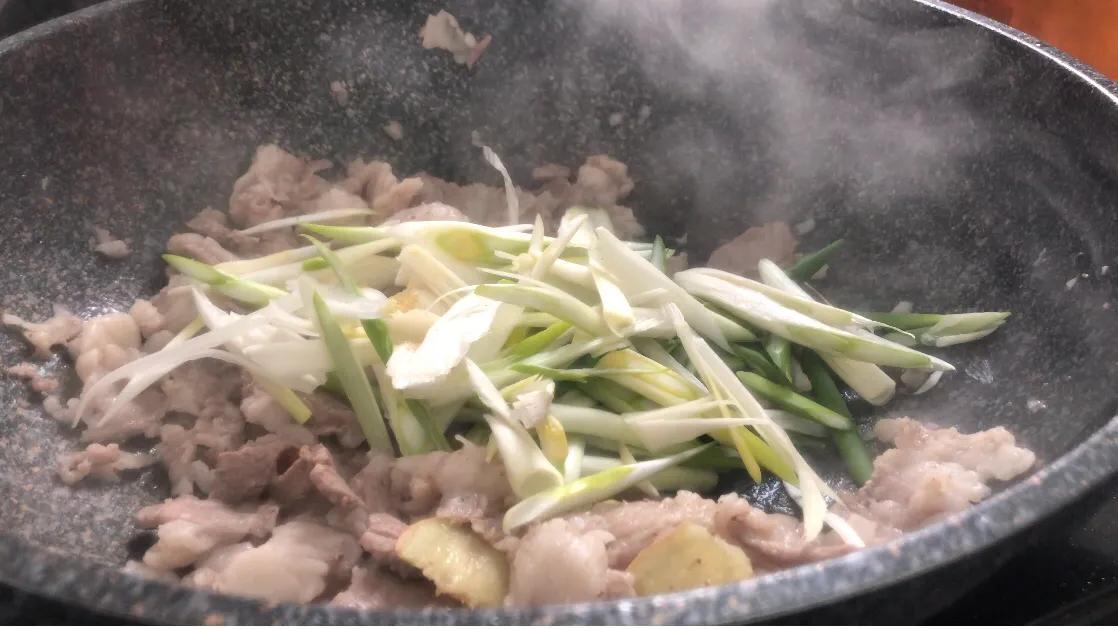 好吃的葱爆羊肉 美食做法 第7张
