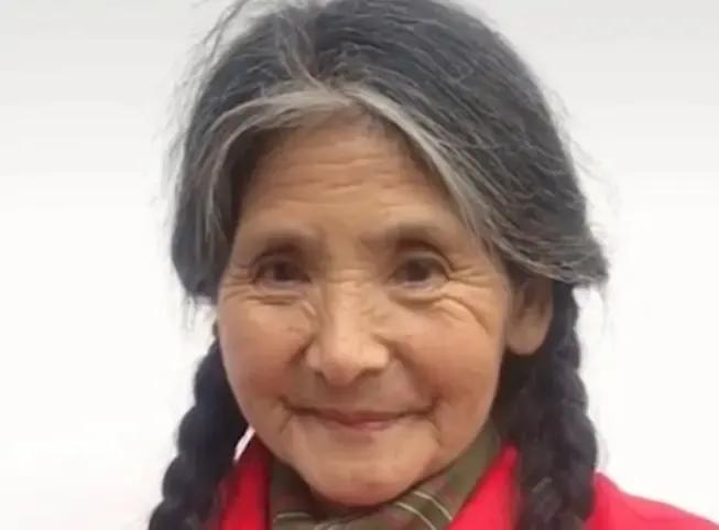 岁月从不败美人,66岁农村老人因颜值走红,网友:童话中的公主