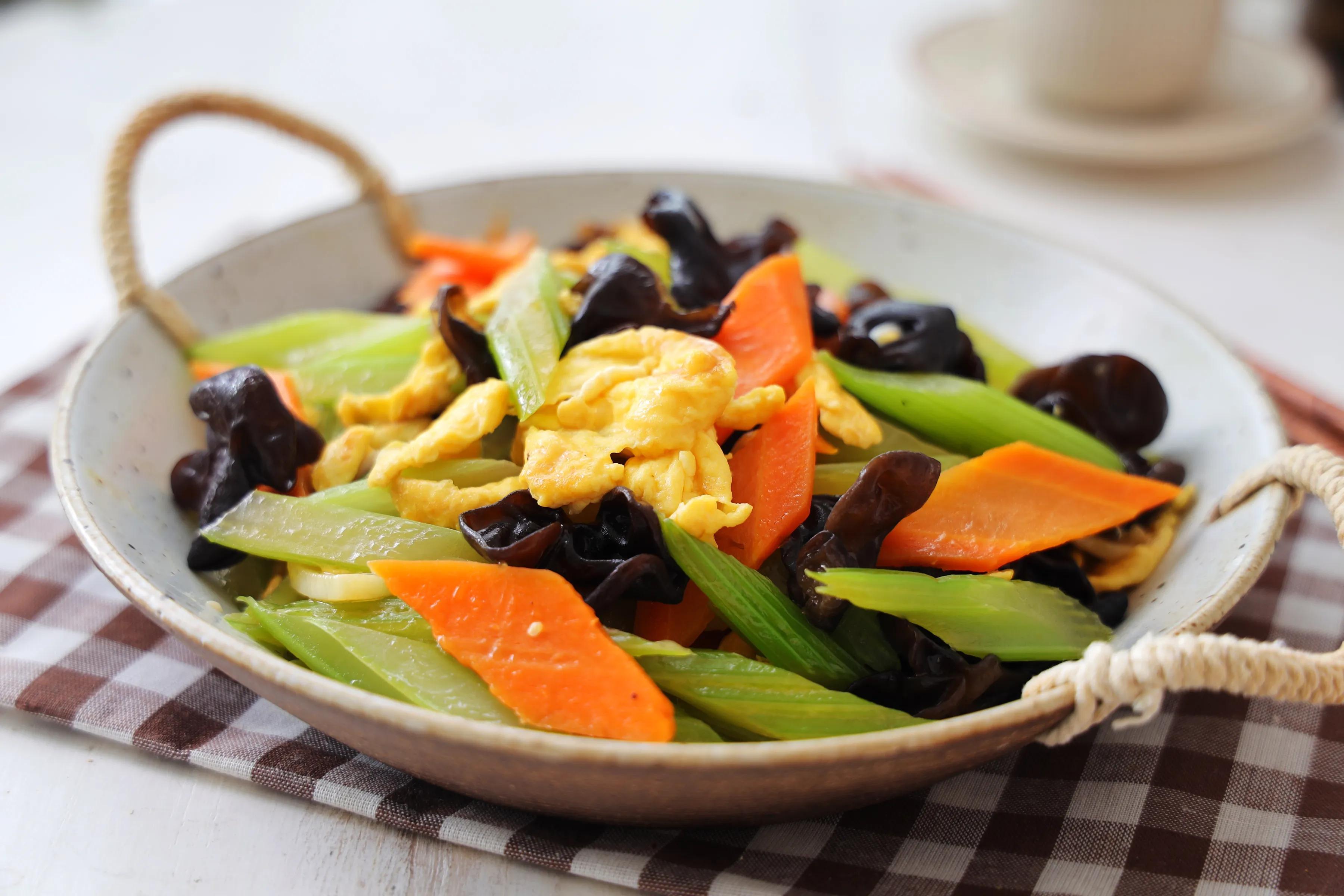 家里有老人孩子,要多吃这道素菜,鲜香脆爽,越吃越健康 美食做法 第2张