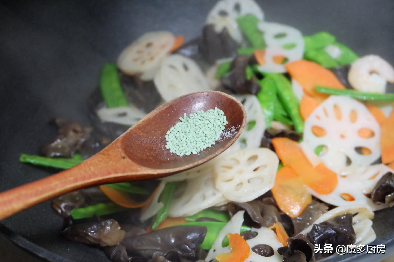年夜饭不能全是肉菜,这道荷塘小炒清爽可口味道好,简单营养健康 美食做法 第9张