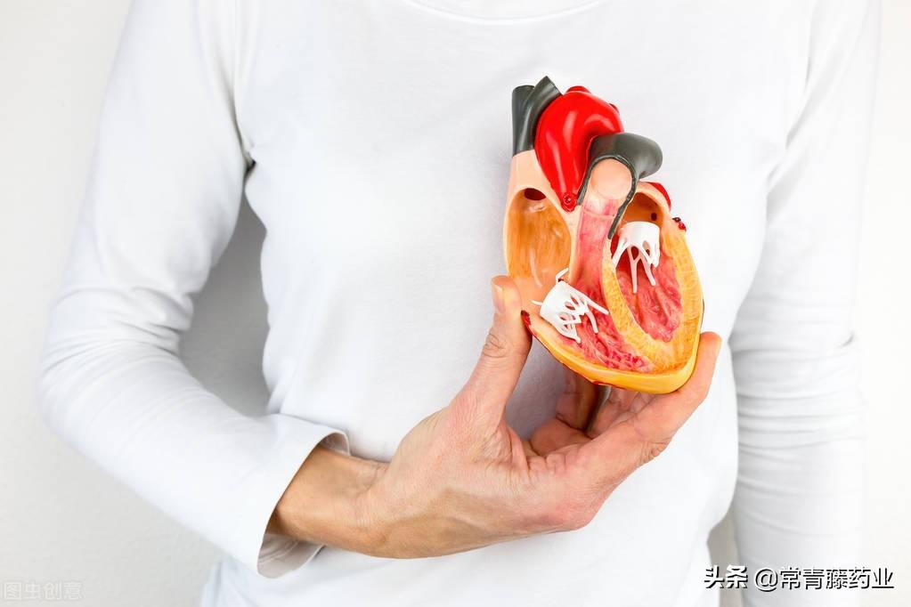 8顆維生素吃出肝衰竭,補充維生素D除了補鈣,還能治心力衰竭嗎?