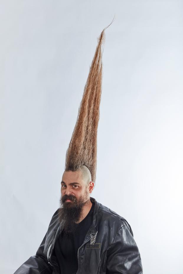 吉尼斯世界纪录世界上最高的莫希干发型-约瑟夫头发高一米(附图)