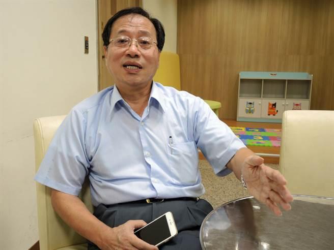 """台灣自產疫苗開放網絡登記,""""台公務員前理事長""""批:這政權瘋了"""