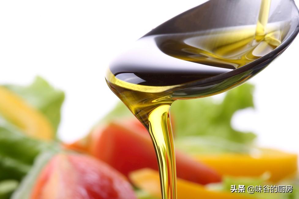 這種4食用油最好少吃,沒營養卻很香,很多人還在吃,別不當事