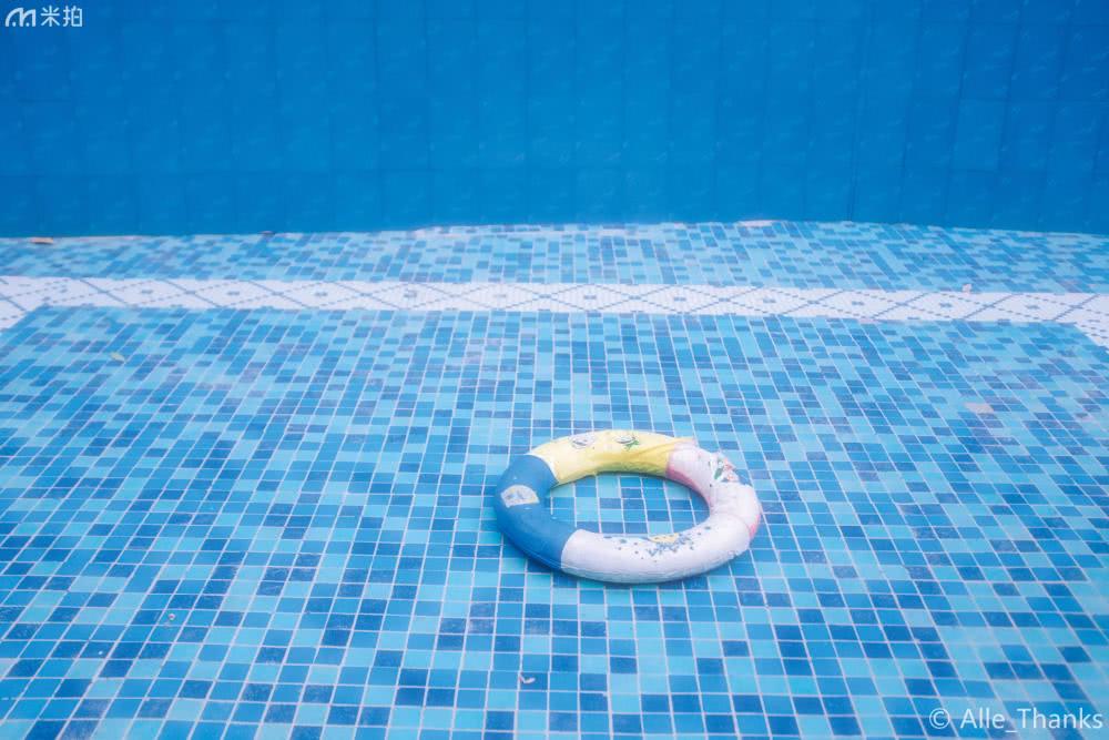 泳池日系少女写真
