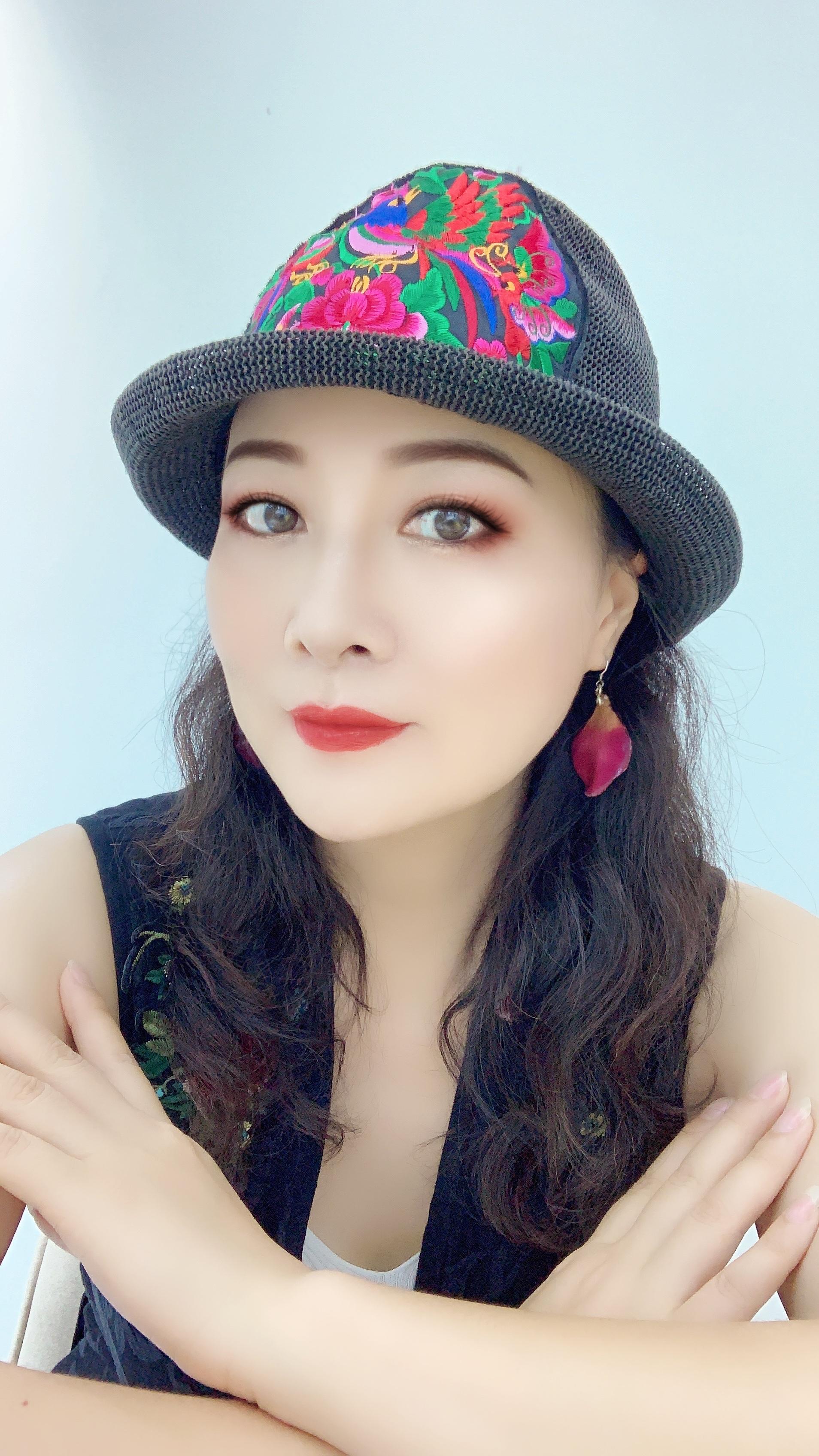 深圳原创女歌手杨丽词曲作品《我们》荣获全国原创词曲组铜奖