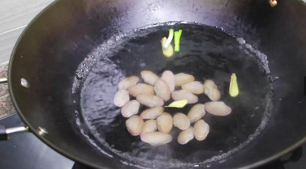 蒸雞蛋羹,冷水上鍋還是開水上鍋? 教你正確做法,鮮嫩可口如布丁