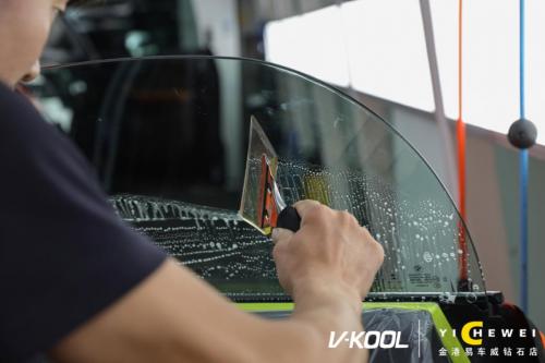 宝马车遭遇车祸挡风玻璃全碎 还好威固隔热膜给力