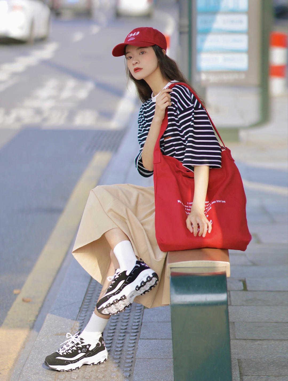 时尚和大牌没啥关系,颜色搭配对了,依然能穿出高级感,漂亮大气