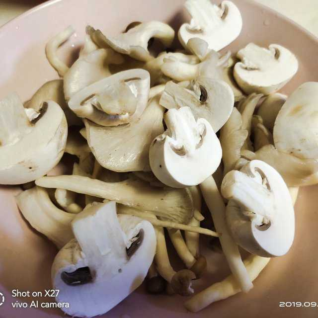 鸡肉蘑菇鲜汤,鲜美好喝,连喝了2大碗