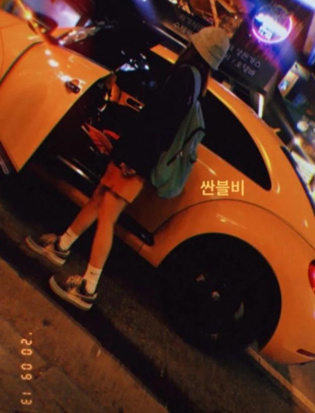 36岁朴山多拉晒出自己爱车,黄色甲壳虫彰显个性,网友:真可爱