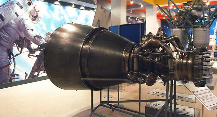 洲际导弹为啥飞那么远,导弹里装有动力发动机吗?原理其实很简单