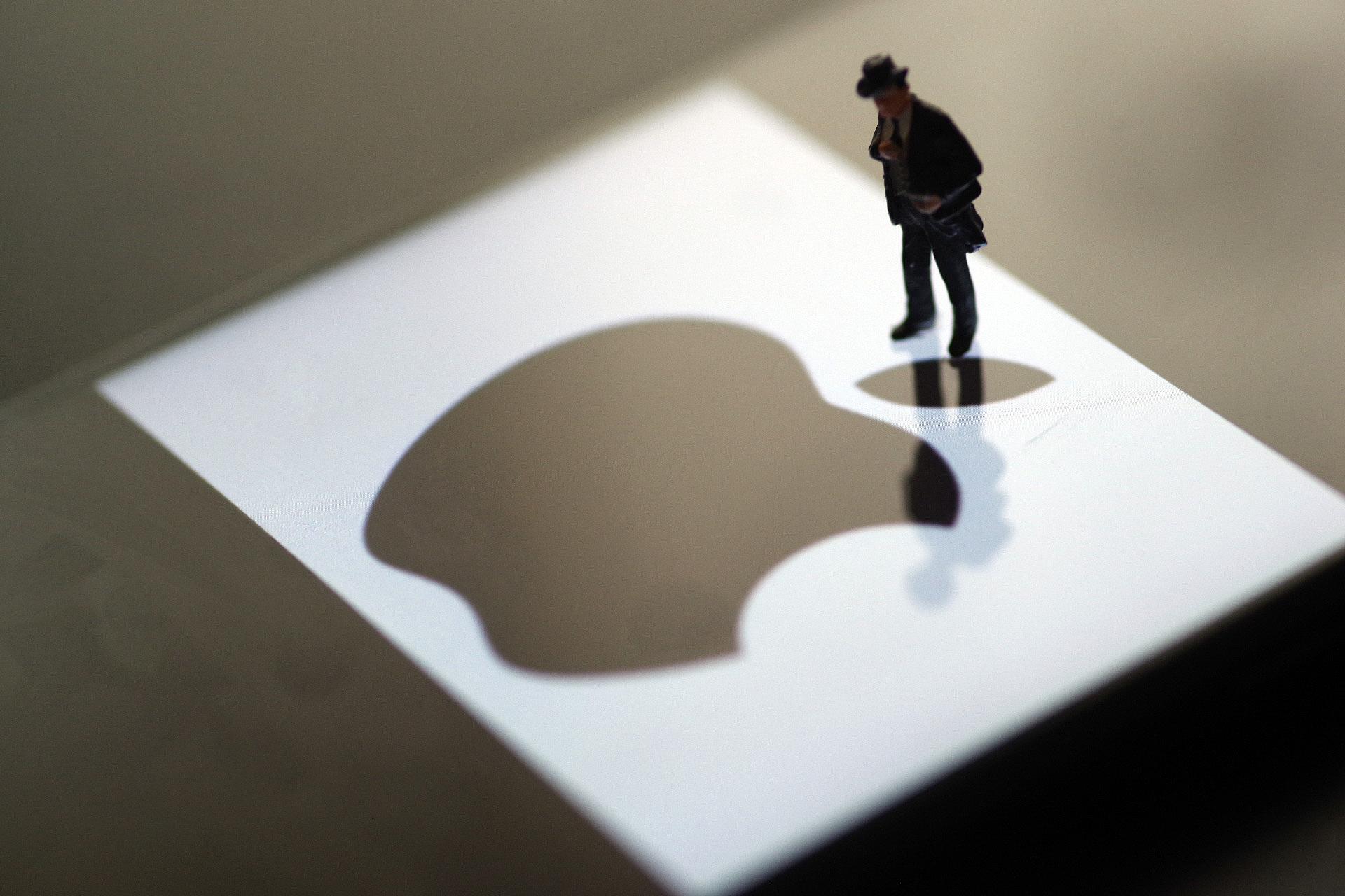 苹果公司遭法国初创企业集体投诉;中南财大博士生被骗10万余元