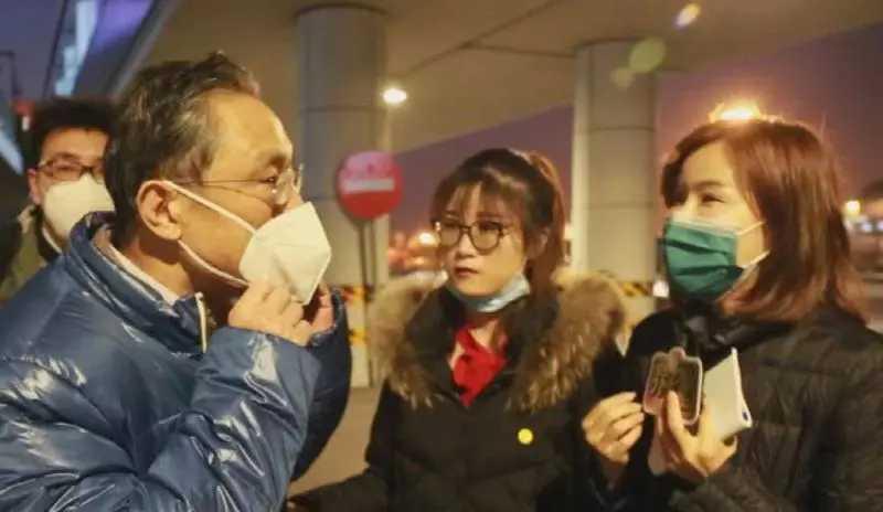钟南山为什么哭了?为武汉街坊大姐唱起国歌而感动!