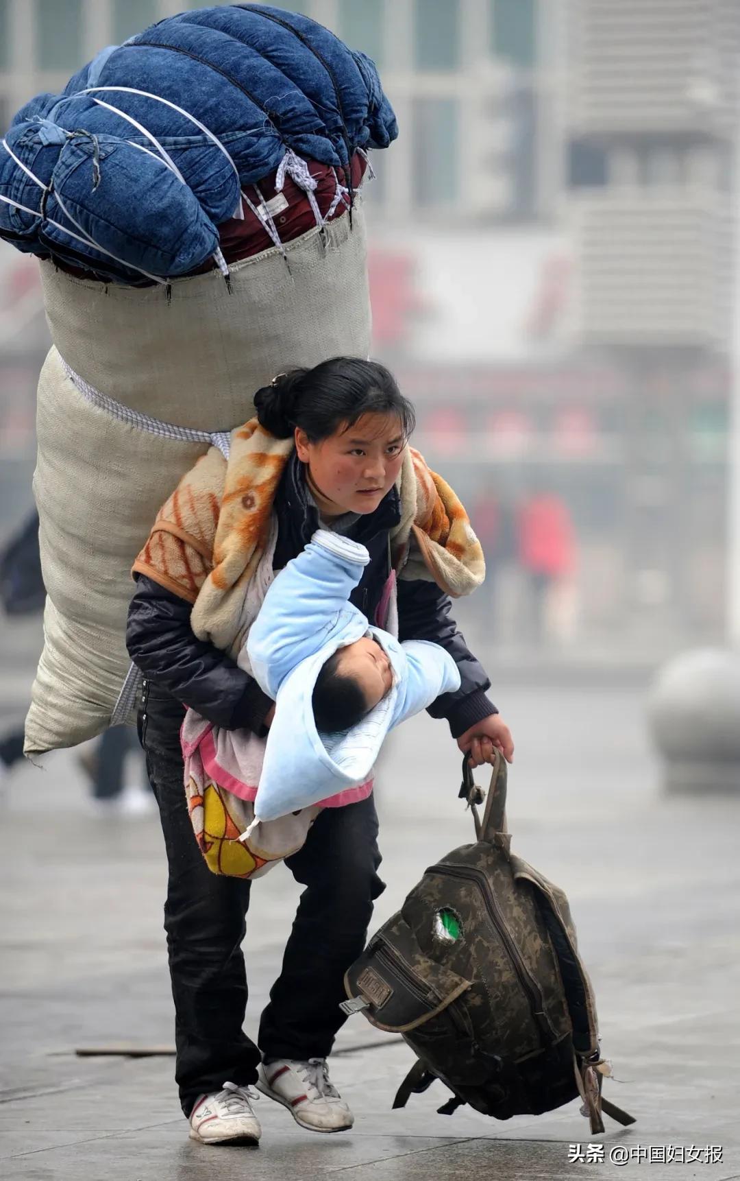 """11年前那位感动中国的""""春运母亲"""",找到了 中国妇女报2021-02-02 16:14:23   11年前那位感动中国的""""春运母亲"""",找到了!    这是一次11年的寻找。    2010年1月30日"""