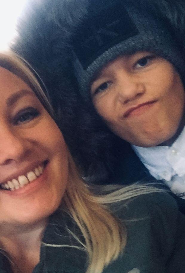 14岁儿子上网有说有笑,母亲上夜班回家,竟发现儿子吊死在卧室