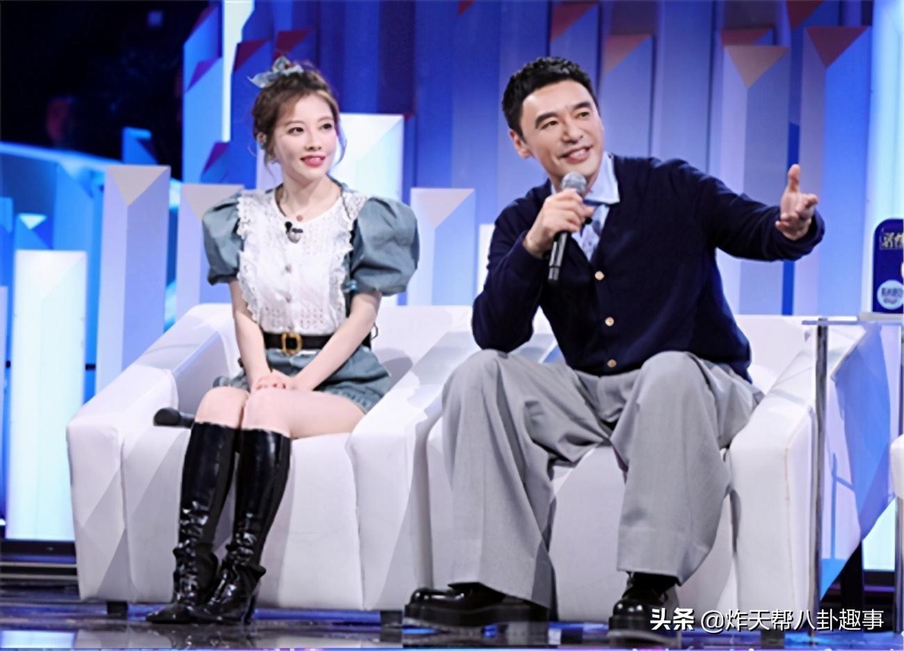 斗鱼前一姐冯提莫综艺不断,与张碧晨同台演绎,神仙合唱上热搜
