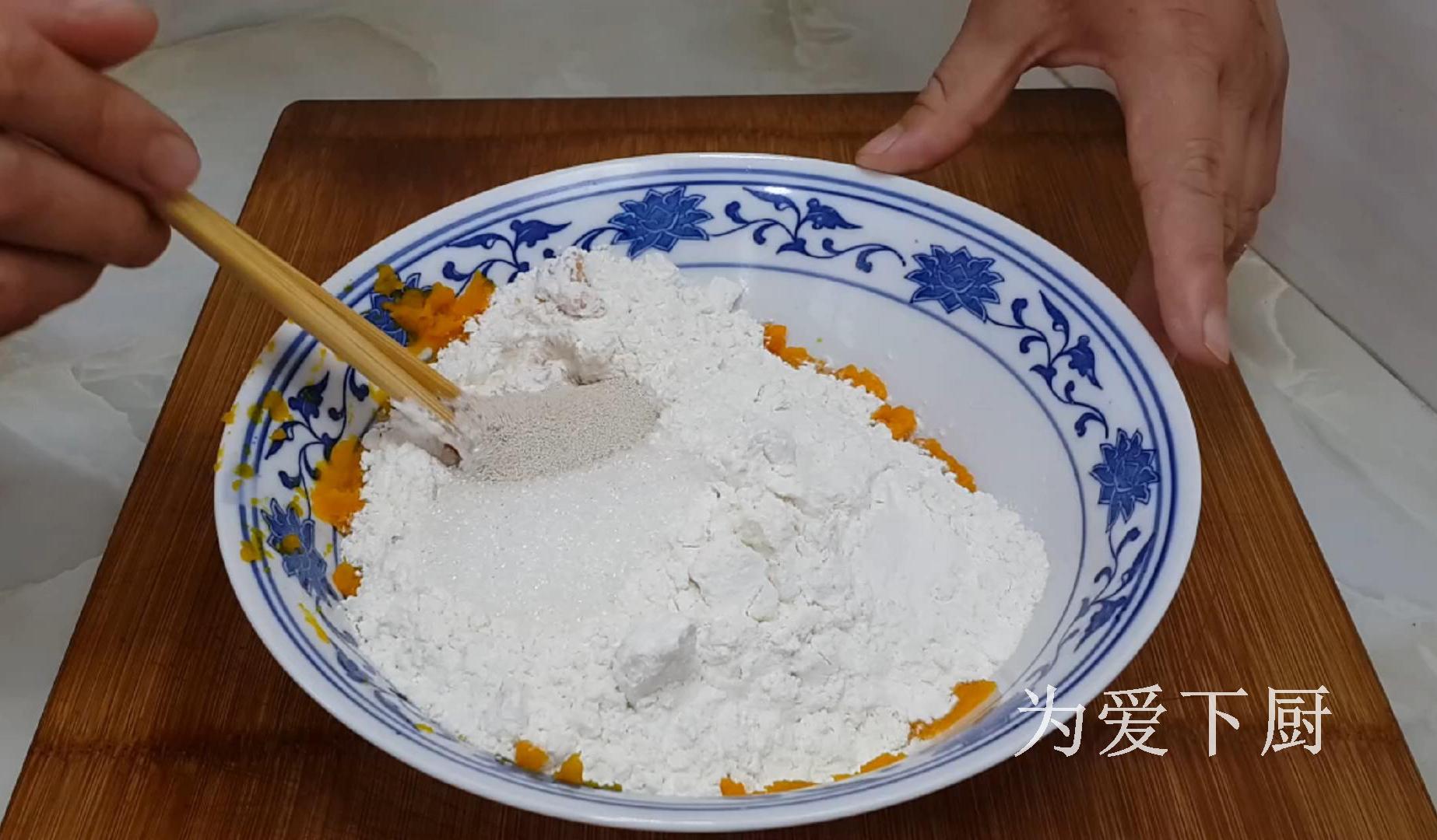 面粉别炸油条了,加半个南瓜,个个金黄鼓大泡,比面包蛋糕还香