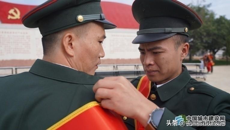 军旗熠熠 岁月如歌——第75集团军某旅开展冬季士兵退役仪式侧记