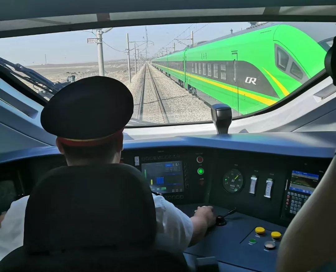 """第一趟前往南疆的""""绿巨人""""已经发出!"""