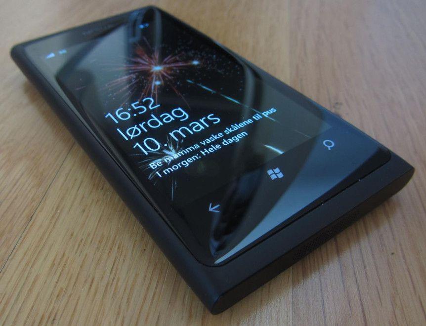 經典回望:曾经的王者?记忆里的NokiaLumia 800
