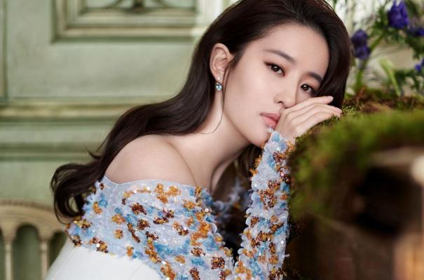 怪不得刘亦菲不演清宫剧,看她换上甄嬛的装扮,肯定活不过半集