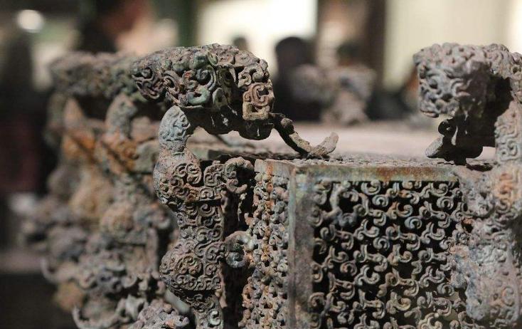 铸鼎效神工:古代青铜器的制作方法