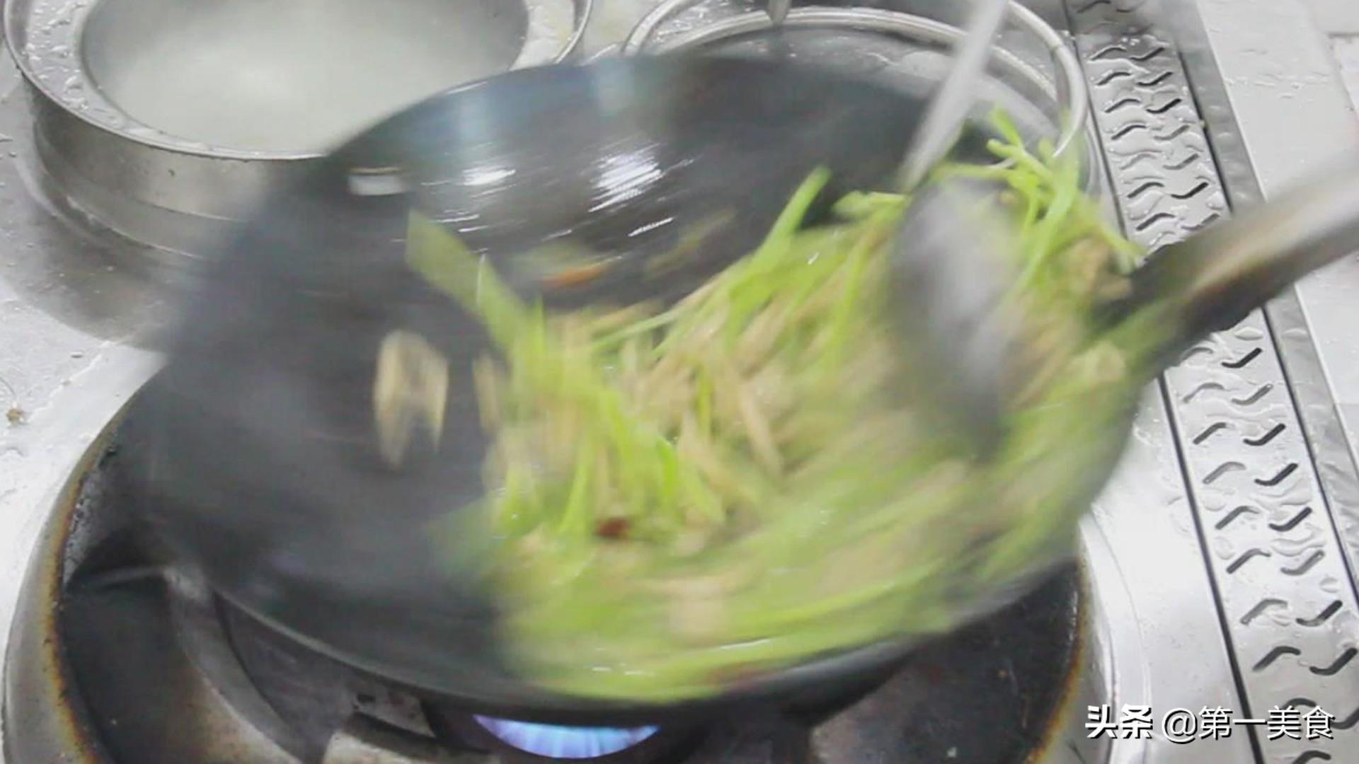 厨师长教你做青椒肉丝,肉丝滑嫩,青椒清脆,味道绝美 美食做法 第7张