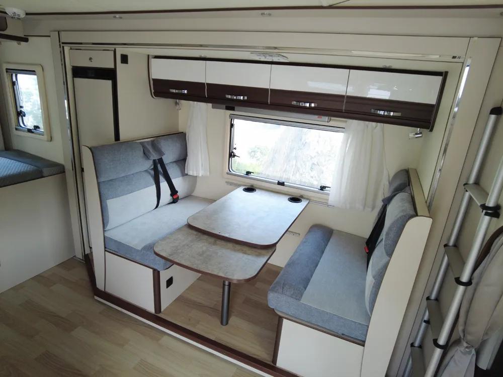 想要大空间,选TA就对了,塞拉维依维柯双拓展C型房车